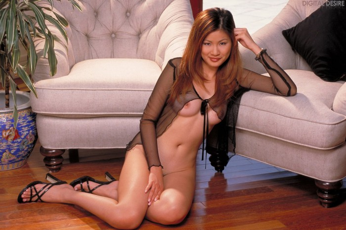 Jennifer Lee Gets Wet